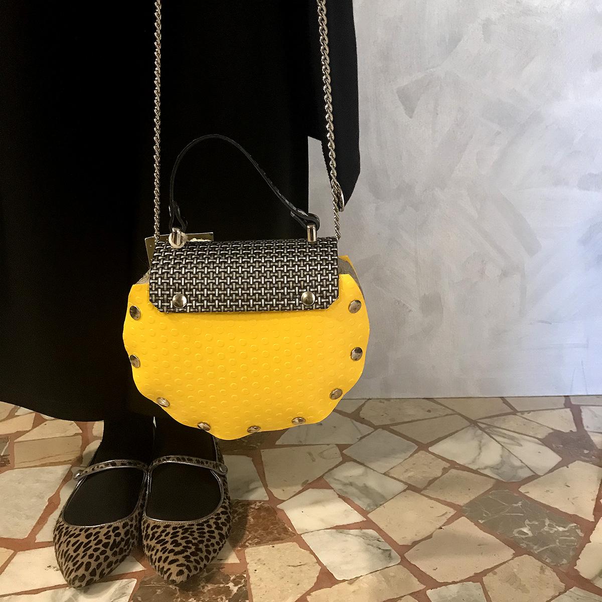 borsa-silvia's-think-bauletto-giallo-pavimentazione-industriale-artigianato-femminile-handmade-crazy-art-torino