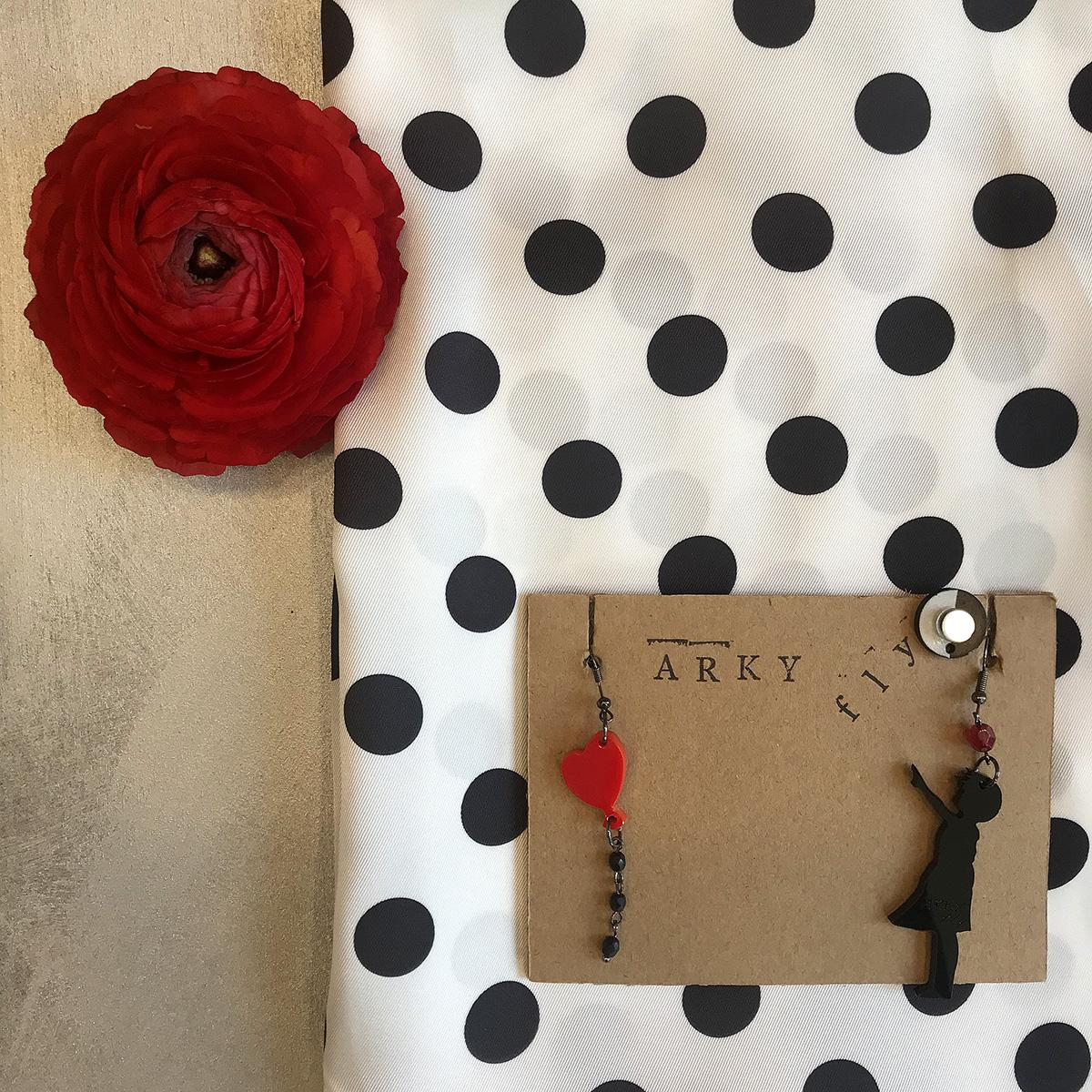 orecchini-arky-fly-plexiglass-accessori-moda-artigianato-handmade-bimba-con-palloncino-crazy-art-torino