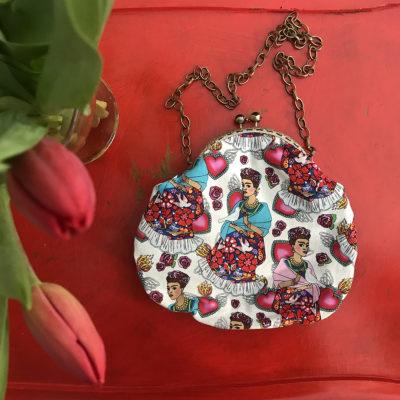 pochette-LeT-Bags-Frida-in-bianco-stoffa-pelle-artigianato-femminile-handmade-crazy-art-torino