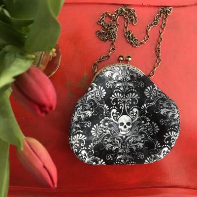 pochette-LeT-Bags-Teschio-nero-bianco-stoffa-pelle-artigianato-femminile-handmade-crazy-art-torino