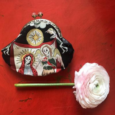 portamonete-LeT-Bags-madonna-e-teschi-stoffa-pelle-artigianato-femminile-handmade-crazy-art-torino