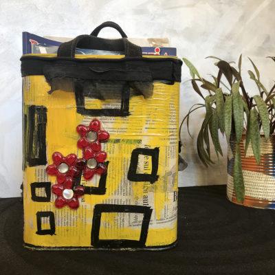 porta-riviste-giallo-fiori-rossi-oggettistica-articoli-regalo-handmade-artigianato-crazy-art-torino