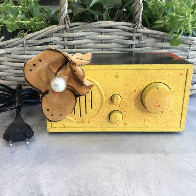 radio-vintage-gialla-fiore-intera-oggettistica-articoli-regalo-handmade-artigianato-crazy-art-torino
