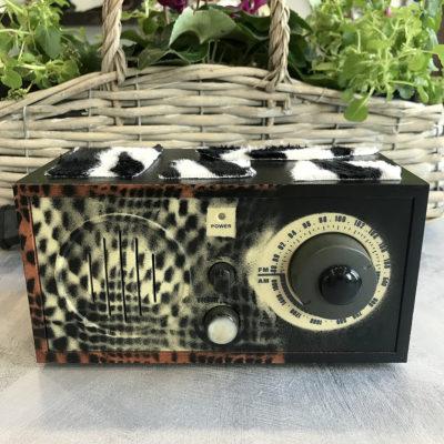 radio-vintage-nera-tessuto-cavallino-intera-oggettistica-articoli-regalo-handmade-artigianato-crazy-art-torino
