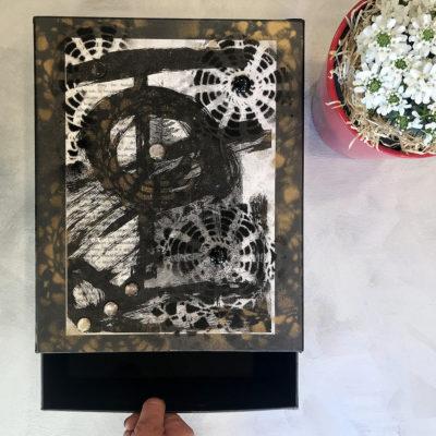 scatola-porta-oggetti-nera-beige-intera-oggettistica-articoli-regalo-handmade-artigianato-crazy-art-torino