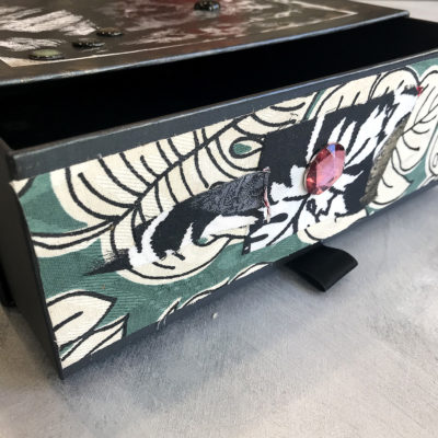 scatola-porta-oggetti-nera-beige-particolare-oggettistica-articoli-regalo-handmade-artigianato-crazy-art-torino